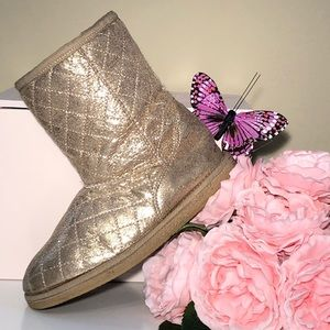 Fab Gold Fur Lined Boots